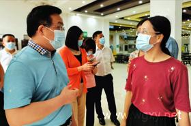 新洲区政府领导来我校调研新学年疫情防控工作