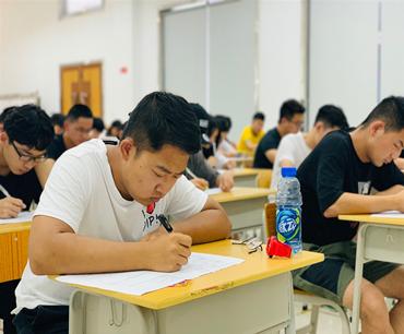 亚洲城新一届学生会换届工作圆满完成