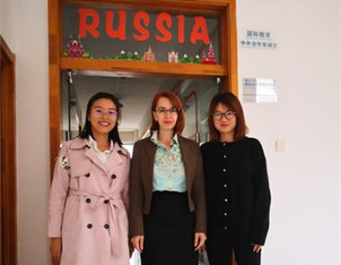 俄罗斯高校教师到校进行授课交流